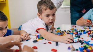 Дете с аутизъм и връзката с парацетамол